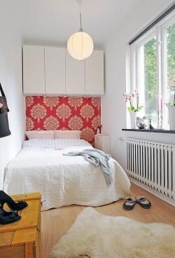 gabinete sobre cama